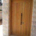 התקנת דלת עץ